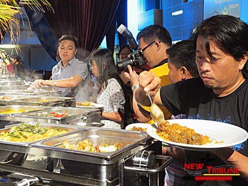 The queue at the food table. Notice the steam from the food. Served hot bah!