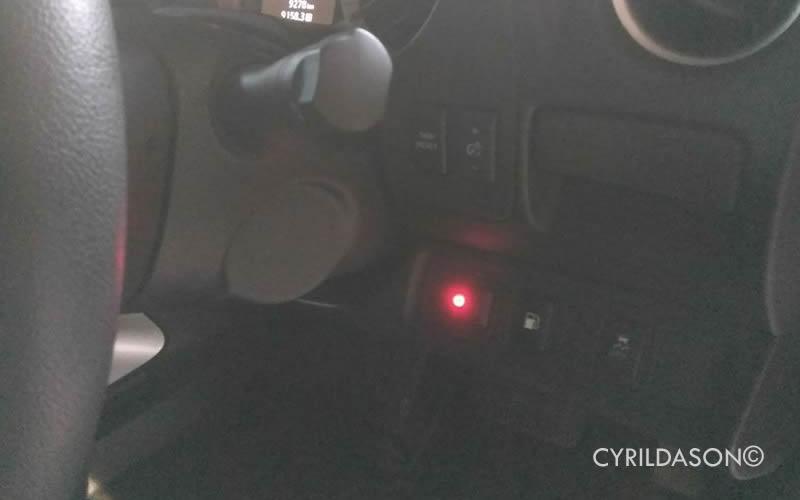 Navara NP300 alarm light defect