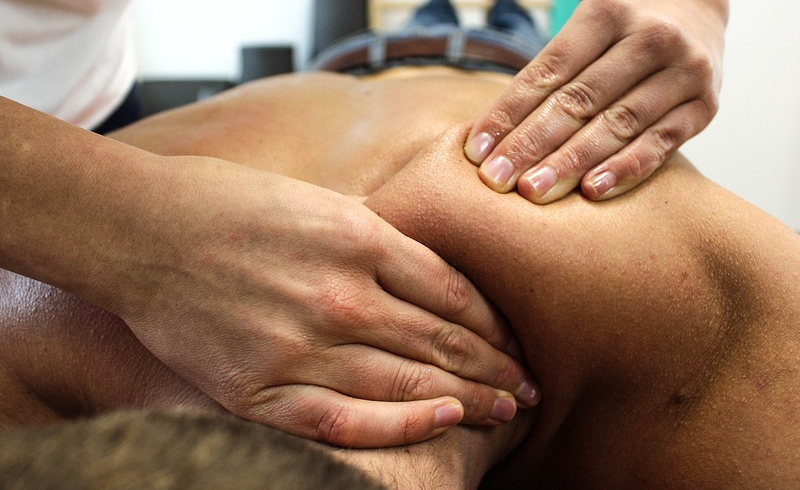 Chinese Physician in Kuching: He massage a few places for 15 minutes